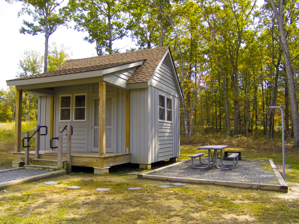 Lake anna cabin rentals lake anna rentals for Camping grounds with cabins